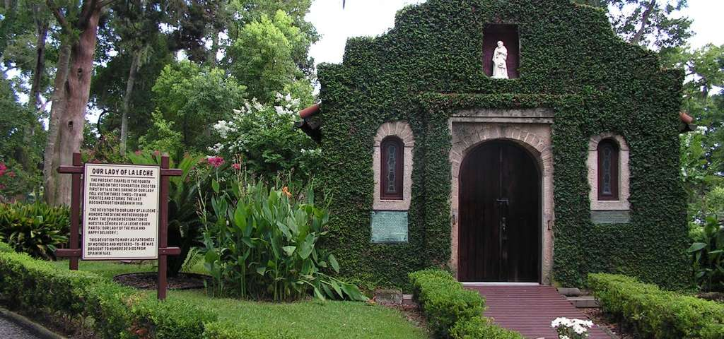 Nombre de Dios church with foliage all over the exterior